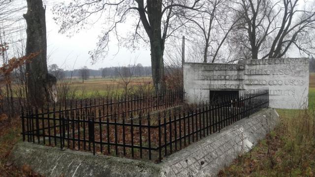 Pomnik pamięci pomordowanych w Ciepielowie Górki
