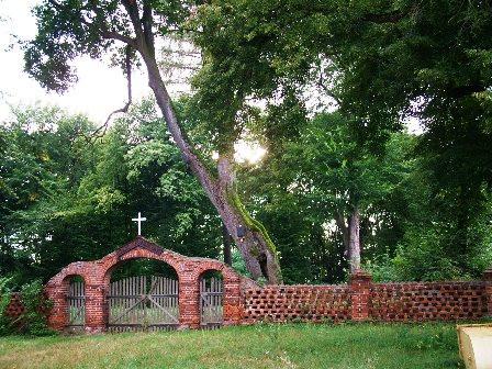 Zapomniany cmentarz w Sikorzu
