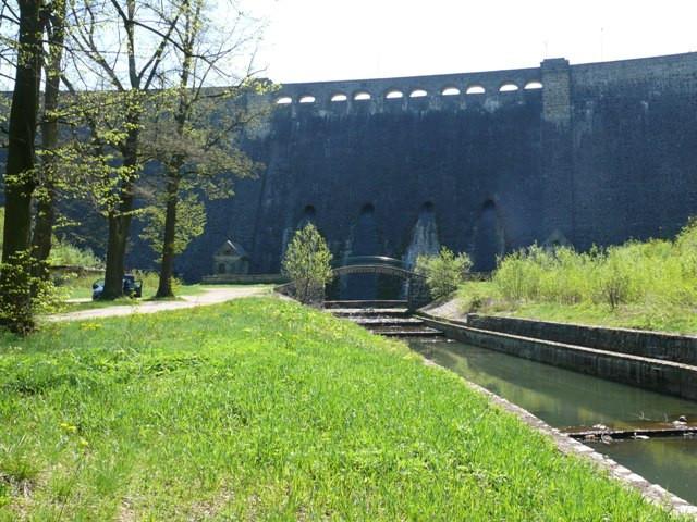 Zapora wodna w Lubachowie