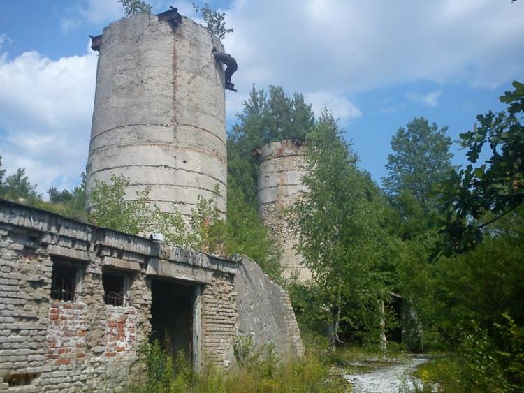 Dwie wieże..stare wapienniki w Łysakowie