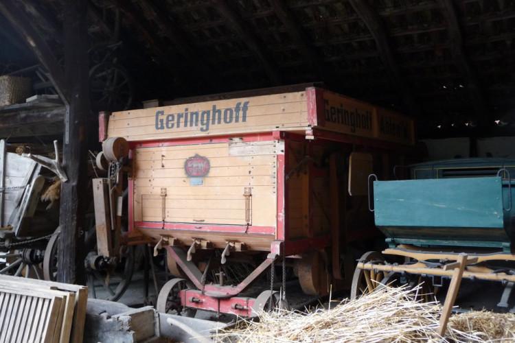 alte  Dreschmaschinen